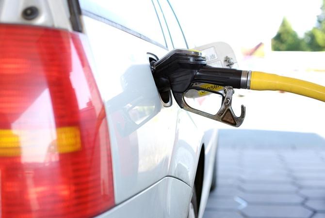 В Україні пообіцяли знизити ціни на бензин