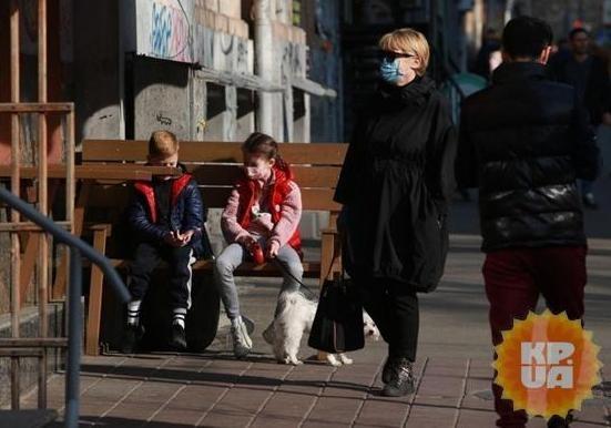 Карантин в Украине продлили до 22 июня. Однако детские сады и метро откроют