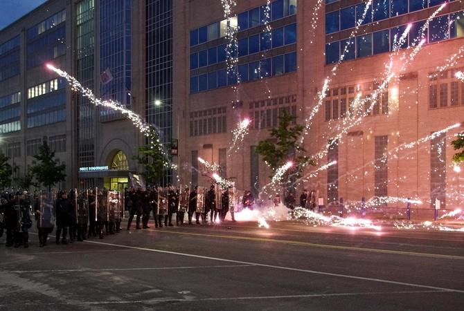 Беспорядки в США: полиция  с народом , но не вся