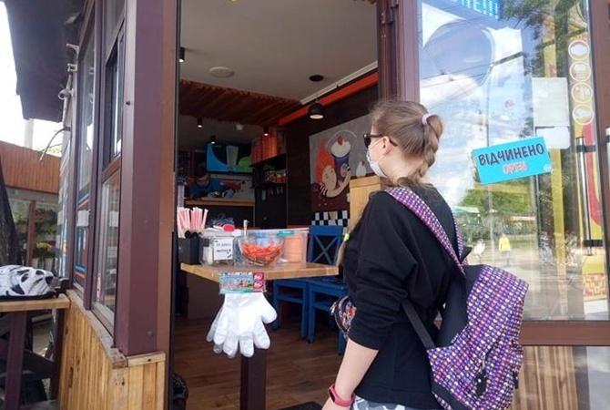 С 5 июня отменяется самоизоляция для пожилых людей, а кафе и рестораны смогут принимать посетителей внутри
