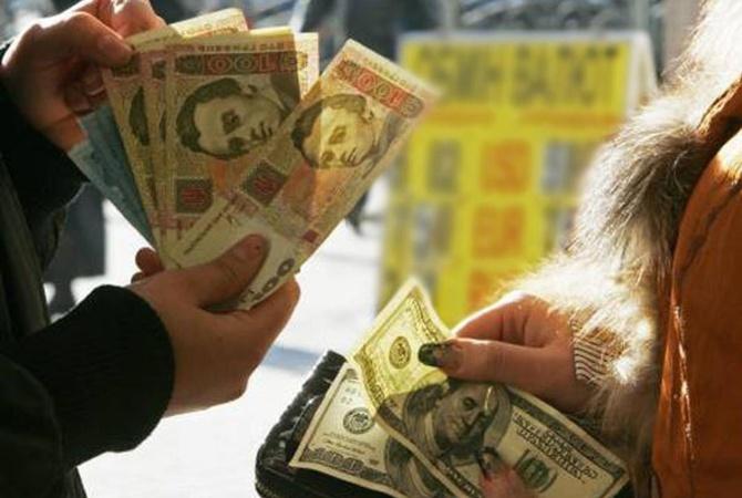 Доллар перевалил за 28 гривен: что будет с курсом до конца года