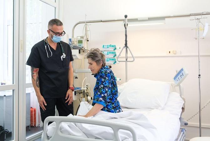 В Украине провели уникальную операцию по удалению опухоли весом 4,5 килограмма