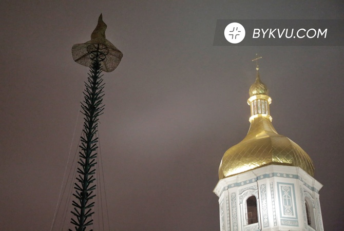 Звезду на главной елке Украины заменили шляпой из-за тематики