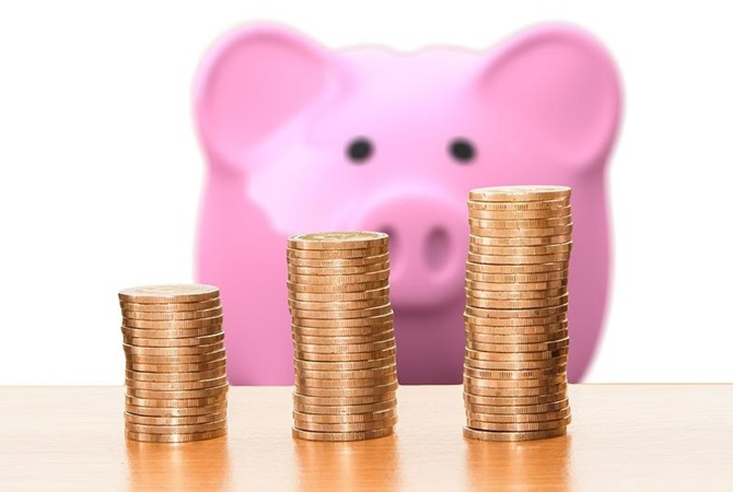 Как откладывать деньги с маленькой зарплаты: 5 способов, которые реально работают