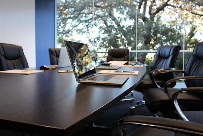 Второй год локдаунов: в офисах экономят на аренде, корпоративах и зарплатах