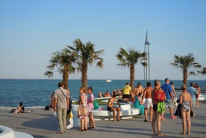 Уже можно купаться: Черное и Азовскоре моря прогрелись до 18-21 градуса