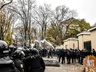Драка на митинге в Одессе: в ход шли слезоточивый газ и взрывпакеты, травмированы 6 полицейских