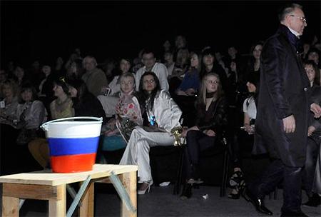 Скандал на львовской неделе моды: Из-за антироссийской выходки украинского дизайнера Вячеслав Зайцев в знак протеста покинул показ [Фото, видео] фото 3