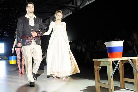 Скандал на львовской неделе моды: Из-за антироссийской выходки украинского дизайнера Вячеслав Зайцев в знак протеста покинул показ [Фото, видео] фото 4